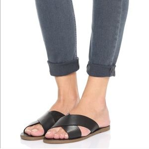 Madewell size 7 1/2 black leather flat sandals
